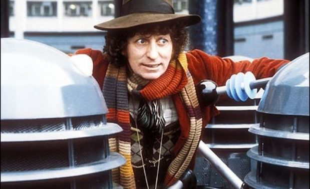 Tom Baker en el rodaje de Doctor Who.